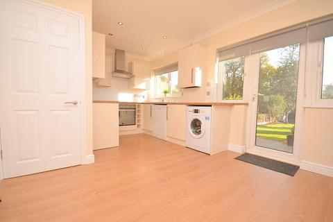 3 bedroom house to rent - Norfolk Road, Upminster, RM14
