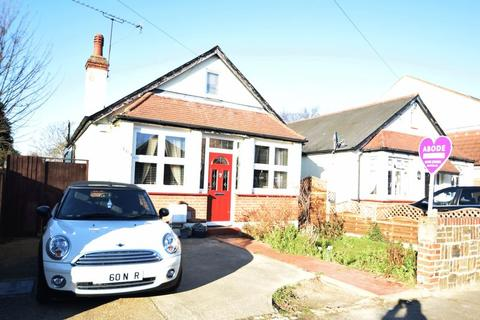 3 bedroom chalet for sale - Cumberland Avenue, Southend-On-Sea, SS2