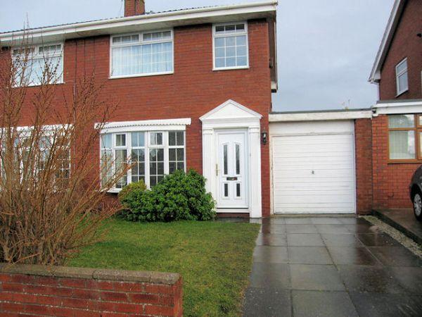 3 Bedrooms Semi Detached House for rent in Rhodfa Maes Hir, Rhyl