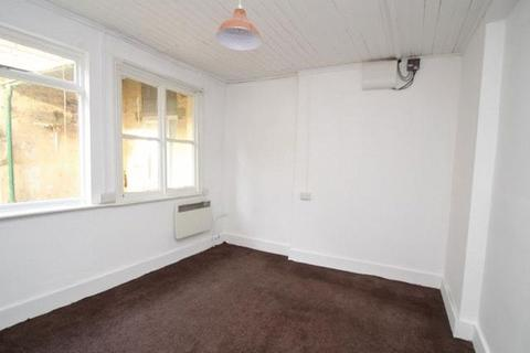 Studio to rent - Flat1 2 Park Lane, Swindon
