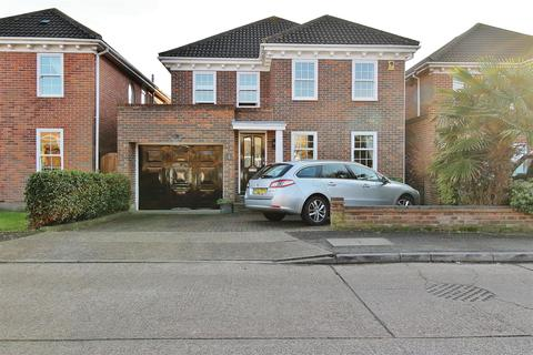 4 bedroom detached house for sale - The Spinnakers, Benfleet