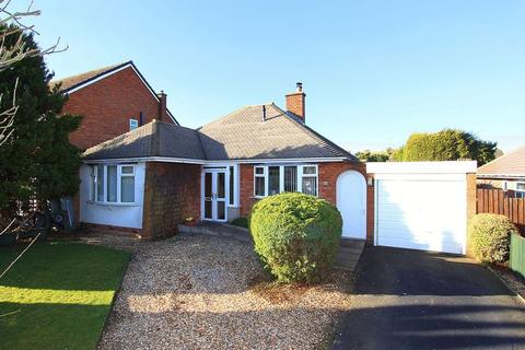 2 bedroom detached bungalow for sale - TETTENHALL, Tyninghame Avenue