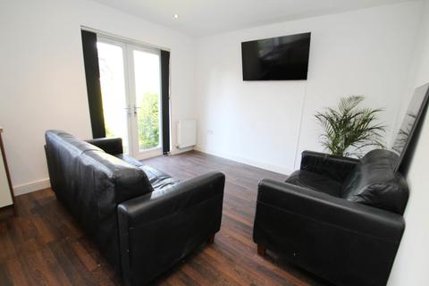 5 bedroom semi-detached house to rent - ALL BILLS INCLUDED - St Annes Green