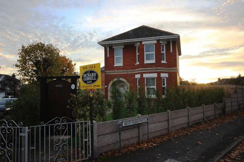 3 Bedrooms Detached House for sale in CHRISTCHURCH