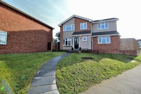 5 bedroom detached house for sale - Longmead Avenue, Great Baddow, Chelmsford, Essex, CM2