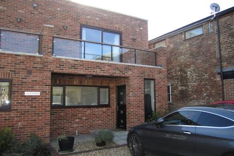 3 bedroom end of terrace house to rent - Carlton Mews, 59 Hewlett Road, Cheltenham GL52