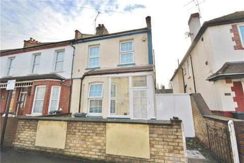 3 bedroom end of terrace house for sale - Heath Road, Hounslow, TW3