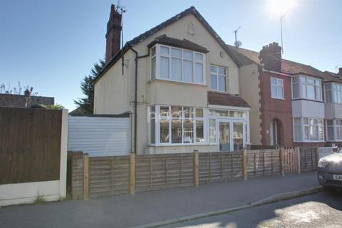 3 bedroom detached house for sale - Astley Road, Clacton-on-sea