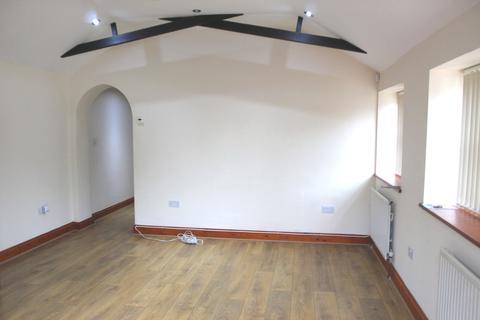 2 bedroom semi-detached bungalow to rent - Kingsway, Farnham common  SL2