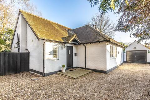 4 bedroom detached bungalow for sale - Money Row Green, Maidenhead, SL6