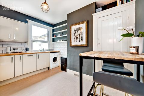2 bedroom apartment to rent - Hythe Road, Brighton, BN1