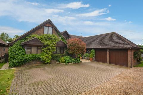 5 bedroom detached house to rent - Chearsley, Buckinghamshire