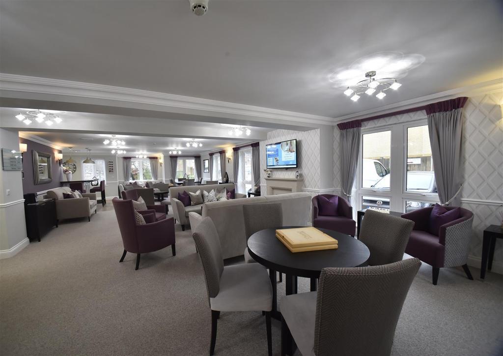 Owners lounge (2) (1).jpg