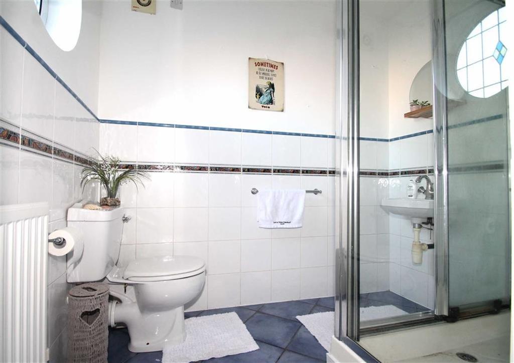 Guest Cloakroom/Shower