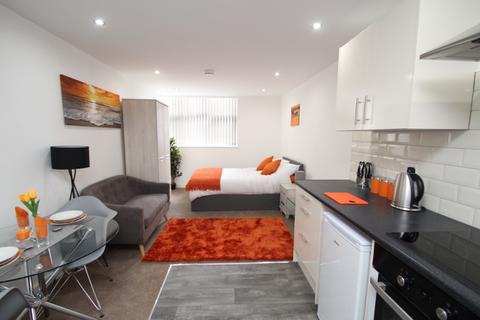 Studio to rent - Paragon Street