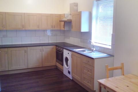 2 bedroom flat to rent - East Road