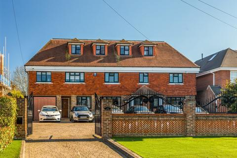 6 bedroom detached house for sale - High Road, Chigwell, IG7