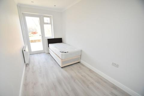 1 bedroom house share to rent - Room @ Saxon Drive - W3