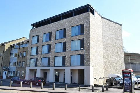 Studio to rent - Mallory House, East Road
