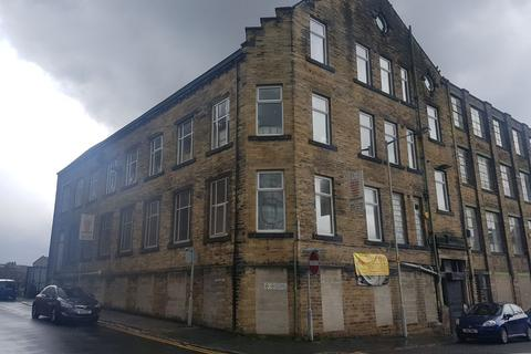 Property to rent - Longside Lane, Bradford, West Yorkshire  BD7