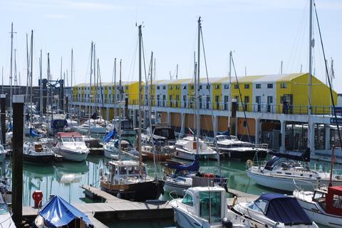 Studio to rent - Western Concourse , Brighton Marina ,  BN2