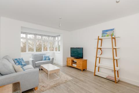 4 bedroom flat to rent - Brae Court, Kingston Hill, Kingston Upon Thames, KT2