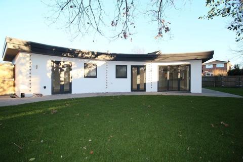 3 bedroom detached bungalow for sale - Brookside Way, West End SO30