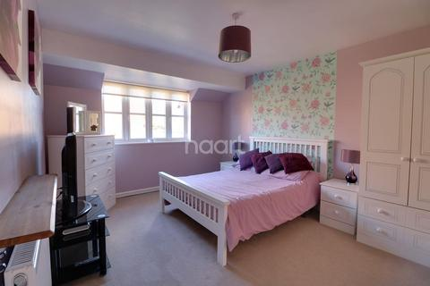 4 bedroom detached house for sale - Walkers Way  Wooton  Northampton