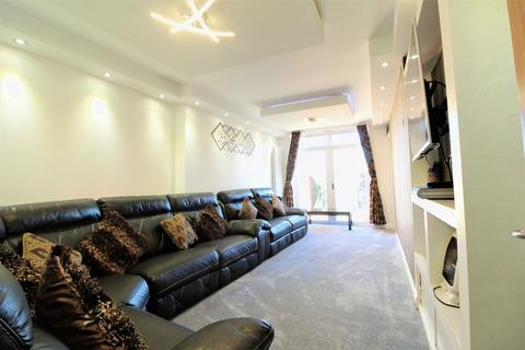 5 bedroom semi-detached house for sale - EXTENDED FAMILY HOME on Leagrave Road, Luton