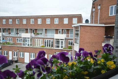 2 bedroom apartment to rent - Cardain House Beaconsfield