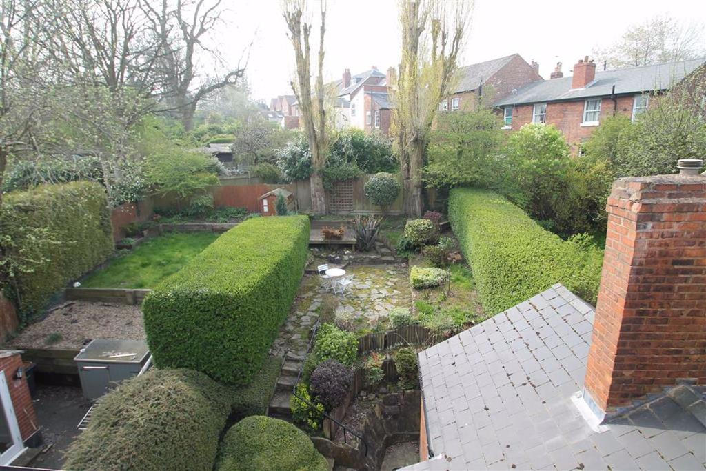 Views overlooking the rear garden
