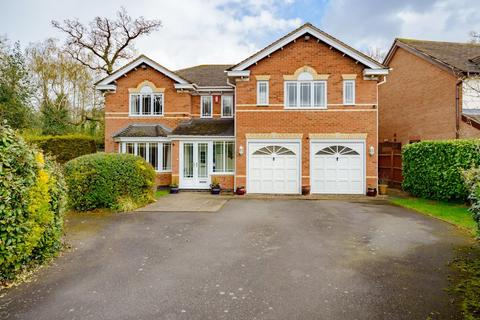 5 bedroom detached house for sale - Chartley Close, Dorridge