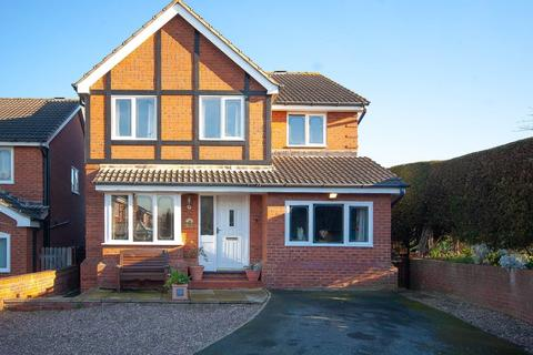 4 bedroom detached house for sale - Newlyn Drive, Wakefield