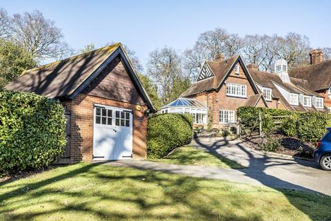 3 bedroom cottage for sale - Baston Manor Road, Keston