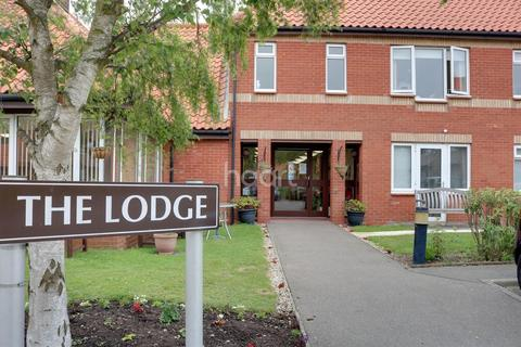 1 bedroom flat for sale - The Lodge, Holland-on-Sea