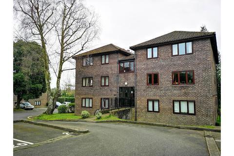 1 bedroom flat to rent - Calluna Court, Woking
