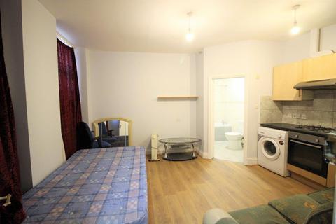 Studio to rent - High Road, Tottenham, N15
