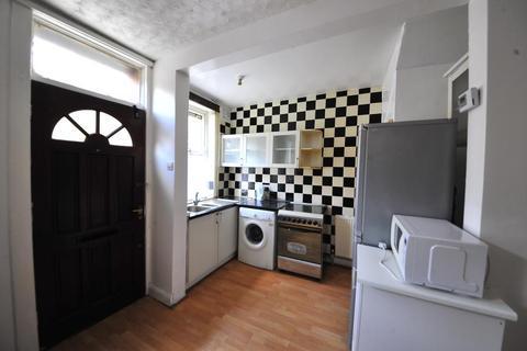 2 bedroom terraced house to rent - Kelsall Grove, Hyde Park, Leeds