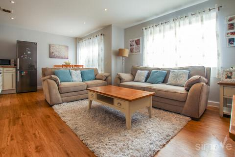 2 bedroom flat for sale - Convent Way, Southall, UB2