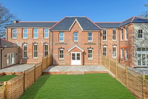 4 bedroom townhouse for sale - St Leonard's Drive, Sudbury CO10 2RQ