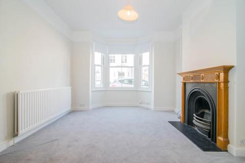 2 bedroom cottage to rent - Kings Road, East Sheen