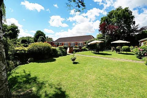 4 bedroom detached house for sale - Great Gutter Lane West, Willerby, East Yorkshire, HU10