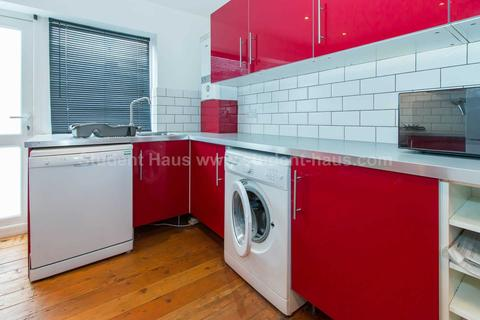 6 bedroom house to rent - Ladybarn Lane, Manchester, M14 6RW
