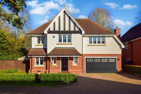 6 bedroom detached house for sale - Lambourne Close, Burnham, SL1