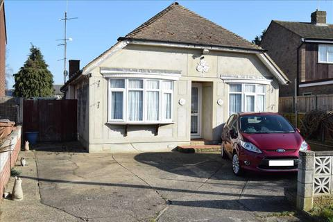 3 bedroom bungalow for sale - Baddow Hall Crescent, Chelmsford