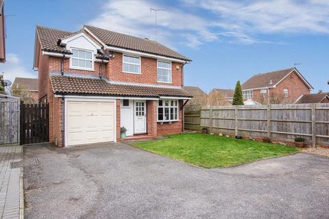 4 bedroom detached house for sale - Nash Close, Aylesbury