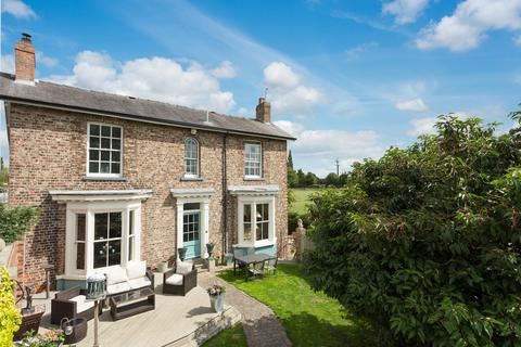 4 bedroom detached house for sale - Malton Road, York, YO32