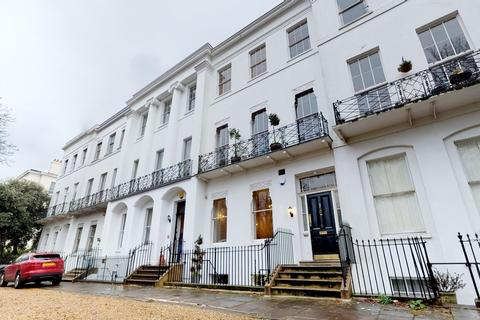 6 bedroom townhouse for sale - Overlooking Pittville Park