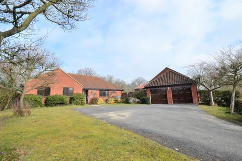 3 bedroom detached bungalow for sale - The Brackens, Colchester, CO4 9SD