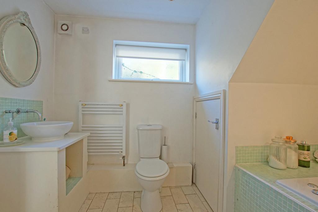Ground Floor Bathroom   Aspect 2
